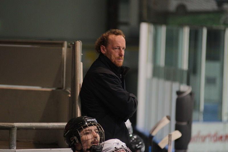 Coach Heiko Niere und sein Team haben die Punkte fest im Blick. Foto: Nicole Bardenhorst / EC Nordhorn